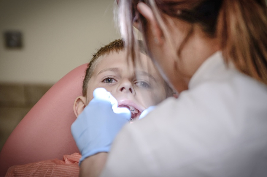 pose d'appareil dentaire enfant